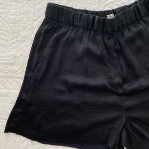Aritzia   Wilfred Silky Raw Edge Shorts